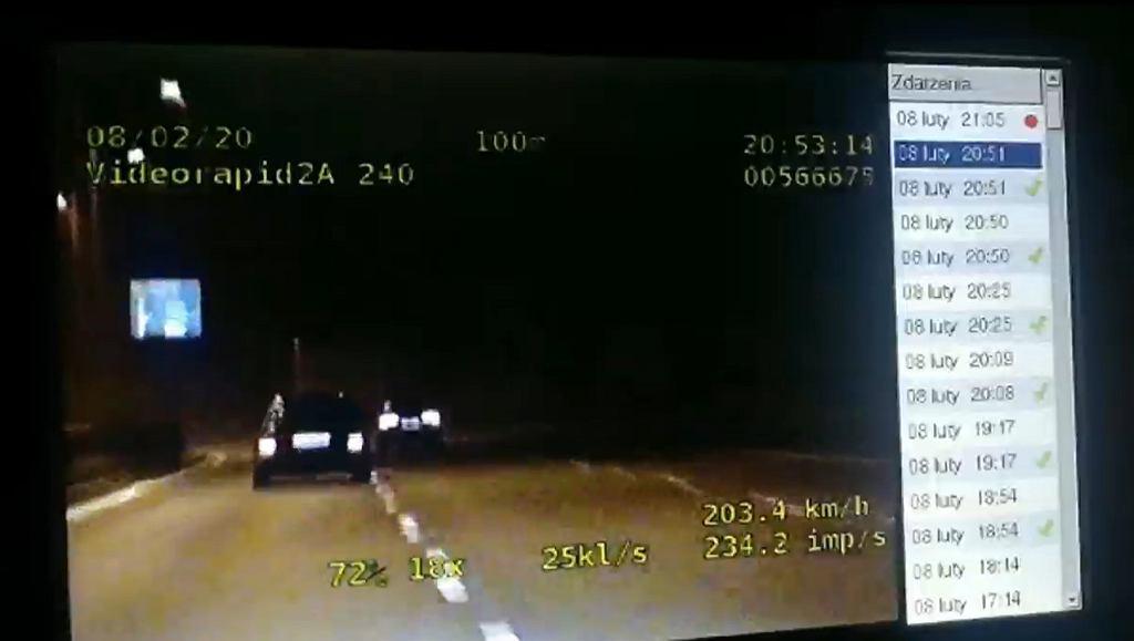 Śląsk. Uciekał przed policją z prędkością 200 km/h. Rozbił auto na barierach