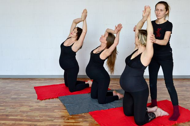 Gimnastyka słowiańska jest też dedykowana przyszłym mamom. Na zdjęciu Kornelia podczas prowadzonych przez siebie zajęć