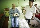 Wczoraj pacjenci szpitala w Brzezinach dostali na obiad pieczone filety z kurczaka w sosie koperkowym - Zdjęcia