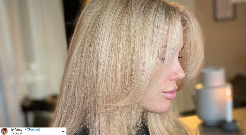 Curtain bangs to grzywka, którą pokochały kobiety. Ta fryzura odmładza i ukrywa zmarszczki (zdjęcie ilustracyjne)