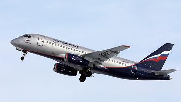 Suchoj Superjet 100 w barwach Aerofłotu - na pokładzie tej maszyny (RA-89098, lot SU1492 z Moskwy do Murmańska) wybuchł pożar - samolot awaryjnie lądował na lotnisku Szeremietiewo. Moskwa, 5 maja 2019