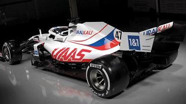 Uralkali Haas F1 Team - nowy bolid zespołu Haas, który wystartuje w sezonie 2021. Źródło: Twitter (Haas F1 Team)