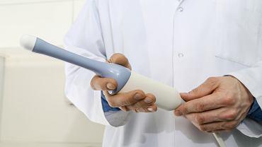 USG transwaginalne (zwane też przezpochwowym lub domacicznym) to jedno z ważniejszych badań, które pozwala wykryć nieprawidłowości w strukturze tkanek damskich narządów rodnych