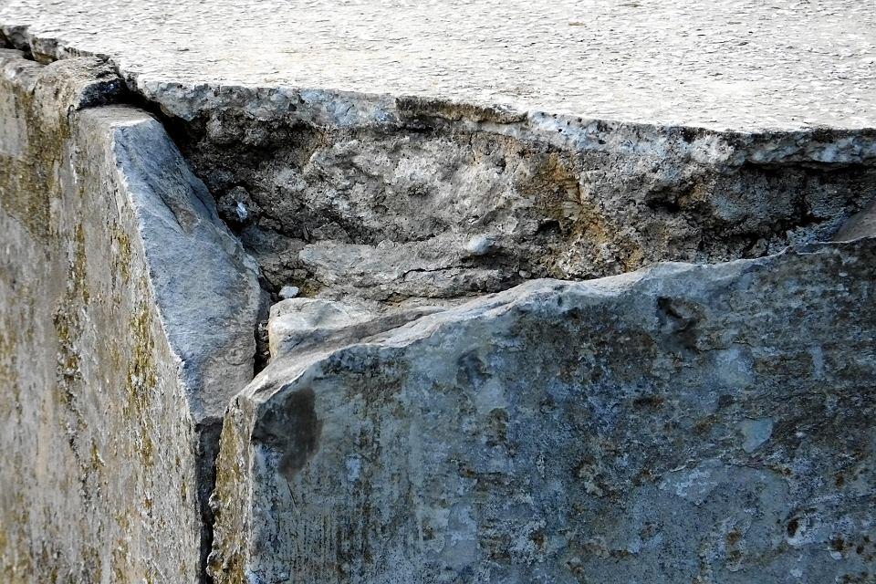 Zdjęcie numer 9 w galerii - Na płockim kirkucie ktoś wymazał na pomniku ofiar Holocaustu: