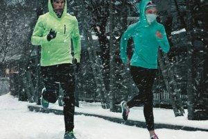 Odzież do biegania zimą. Ranking niezbędnych elementów garderoby dla biegacza
