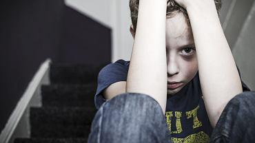 Dzieci z osobami, które je krzywdzą spędzają teraz całą dobę