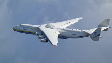 An-225 Mrija podchodzący do lądowania w Warszawie