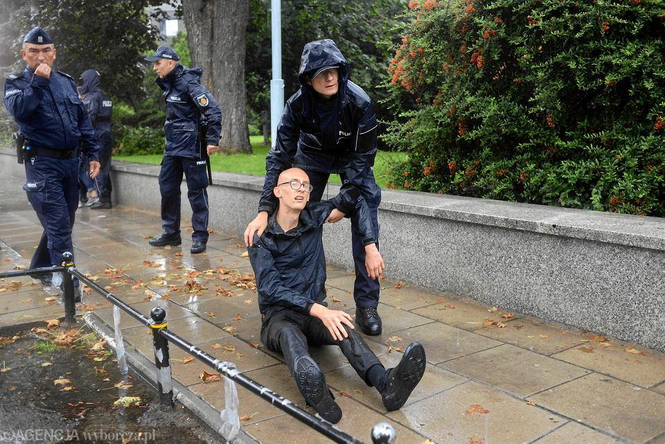 Sebastian Słowiński podczas lipcowej demonstracji 'Wiec na zakazanej ziemi'