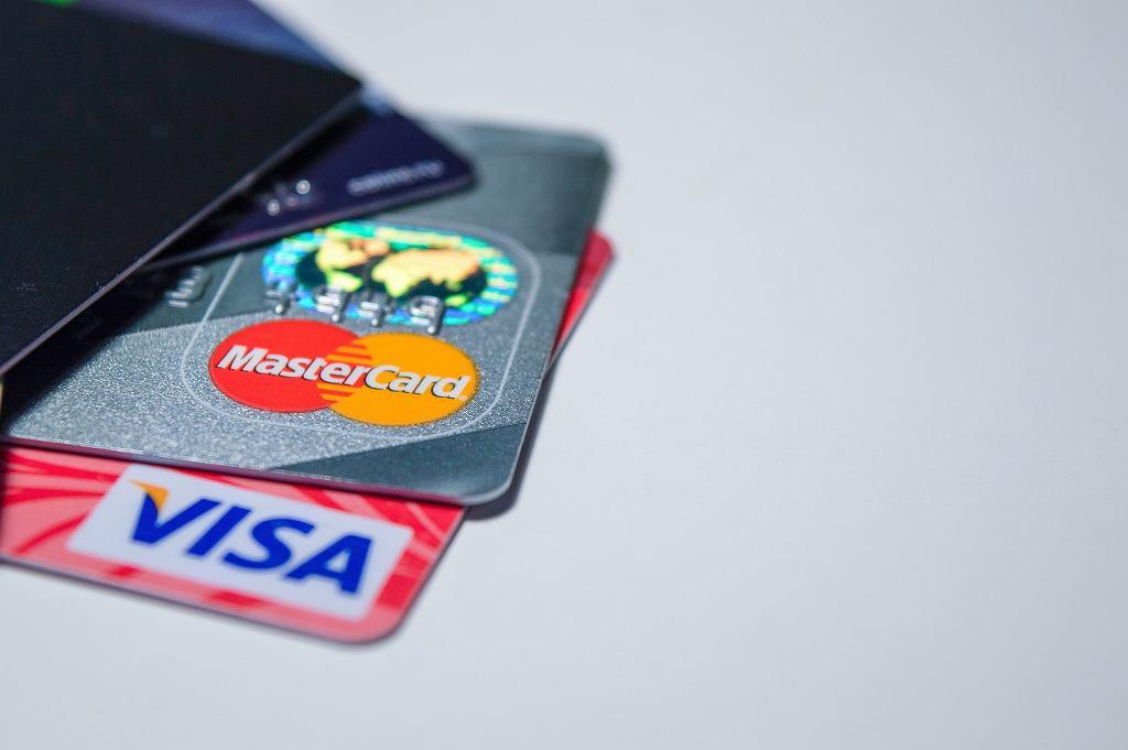 Karty płatnicze (zdjęcie ilustracyjne)