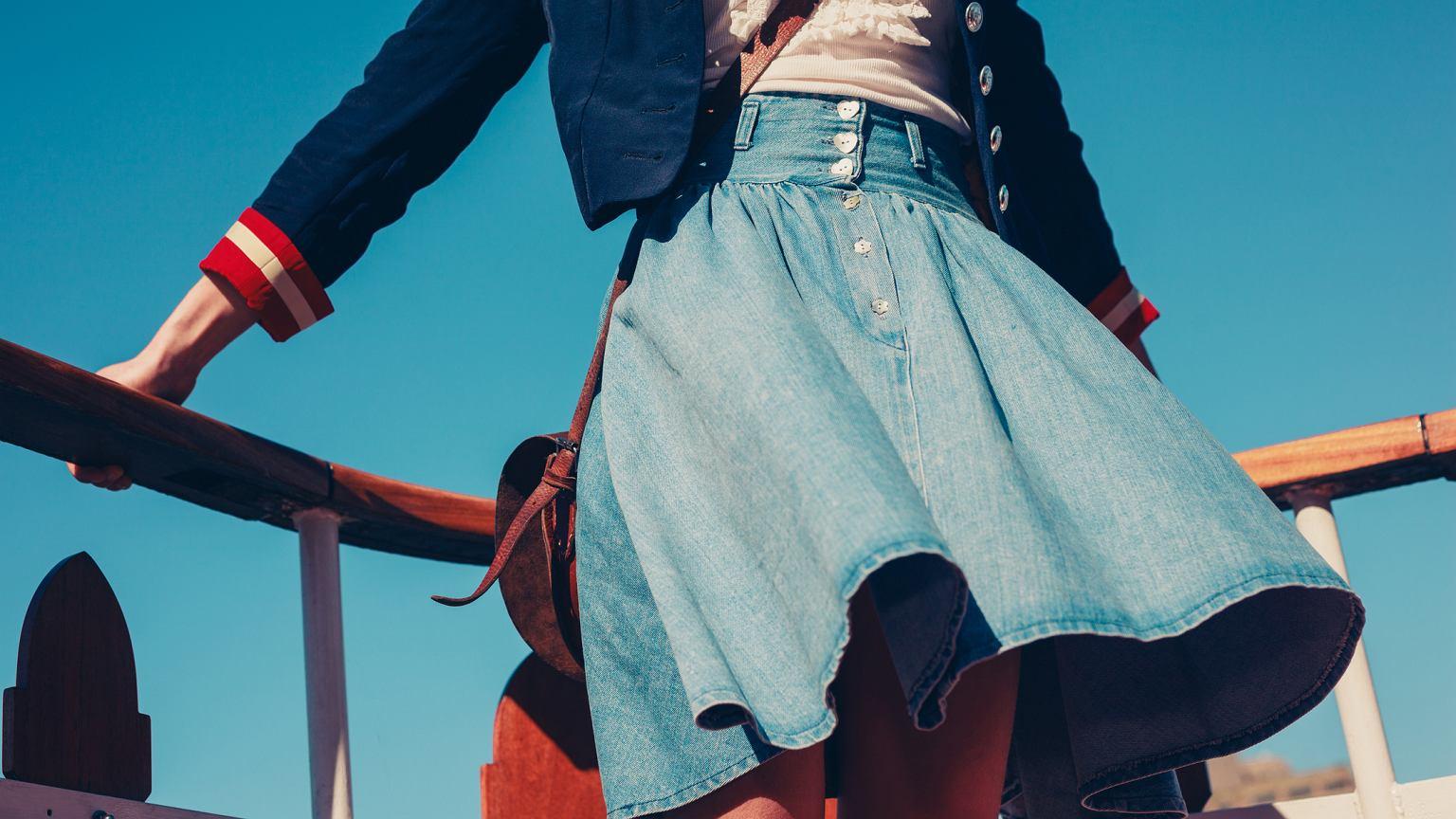 ef8a0d0d Rozkloszowana spódnica - trzy stylizacje na wiosnę