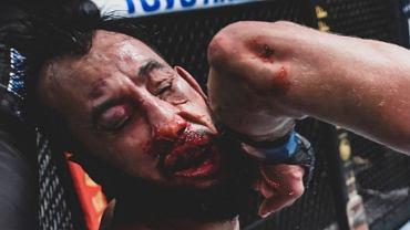 Dominick Reyes (12-3) po uderzeniu obrotowym łokciem przez Jiriego Prochazkę na gali UFC on ESPN 23. Źródło: Twitter