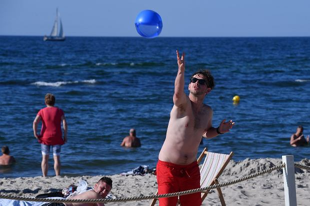 Antek Królikowski na plaży