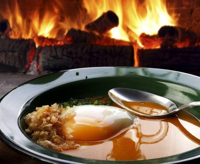 Jeśli cierpisz na chorobę wrzodową, znaczenie ma nie tylko co jesz, ale i sposób przygotowywania posiłków. Chory żołądek nie lubi na przykład dań gorących