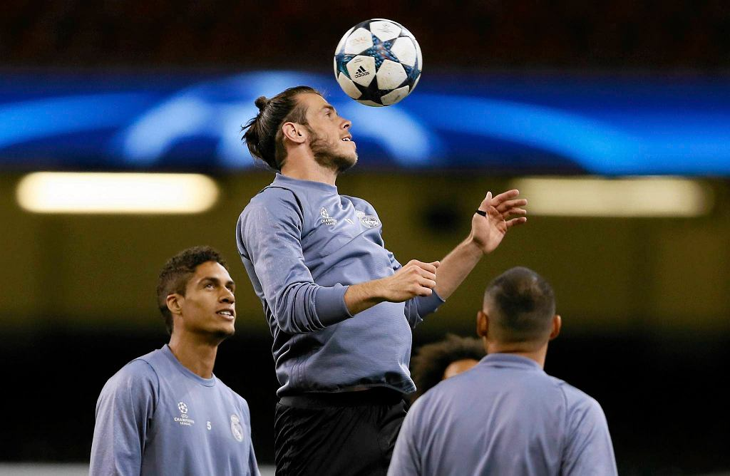 Gareth Bale na treningu w Cardiff