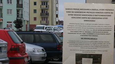 Sąsiedzi walczą o miejsca parkingowe