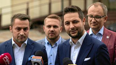 Od lewej: Piotr Guział, Jacek Ozdoba, Patryk Jaki i Błażej Poboży na konferencji prasowej