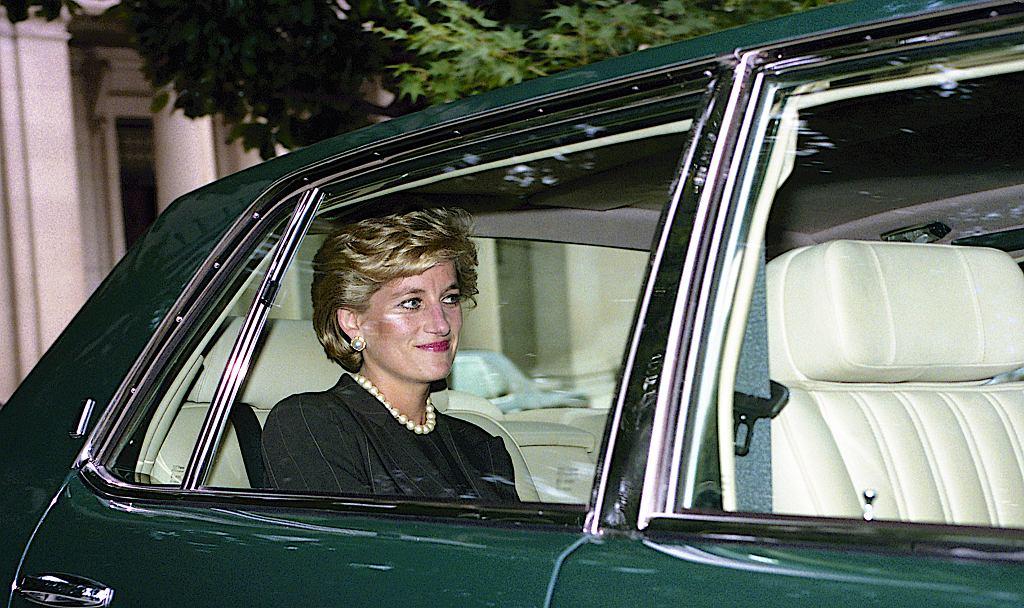 Księżna Diana uwielbiała taki makijaż. W tym sezonie znowu jest bardzo modny