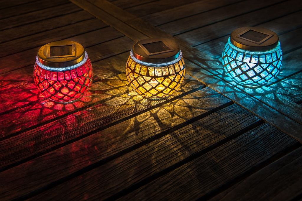 Dekoracyjne lampy solarne ogrodowe