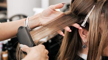 Upięcia i fryzury na wesela dla cienkich włosów. Sprawdź, jak optycznie dodać im objętości (zdjęcie ilustracyjne)