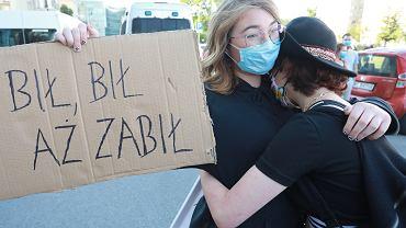 Protest 'Nie dla legalizacji przemocy domowej' w Warszawie pod siedzibą Ordo Iuris