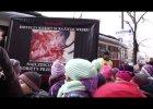 Działacze pro-life pokazują przypadkowym dzieciom płody po aborcji. I są zachwyceni ich reakcją