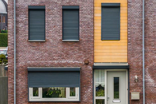 Żaluzje fasadowe zamiast klimatyzacji? Opłaca się przy dużych oknach