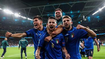 Euro 2020. Włoska drużyna cieszy się ze zwycięstwa w półfinałach w meczu z Hiszpanią na stadionie Wembley