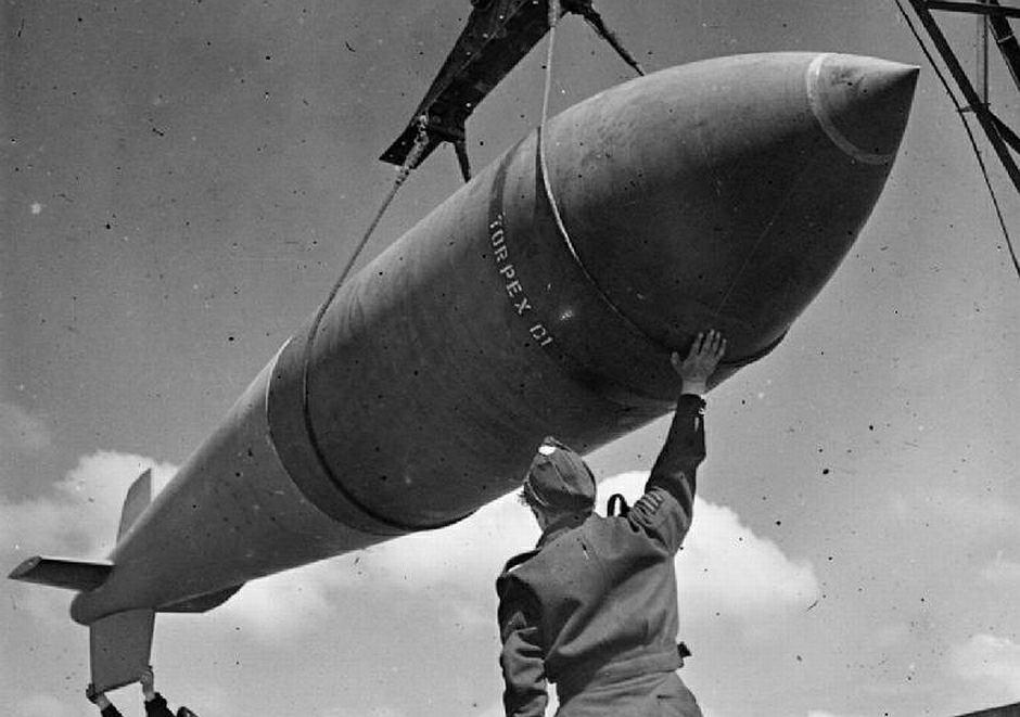 Załadunek bomby 'Tallboy' - zdjęcie ilustracyjne