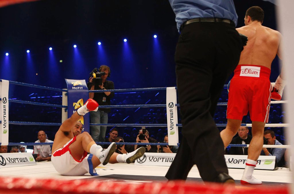 Władimir Kliczko w walce z Aleksem Leapaiem