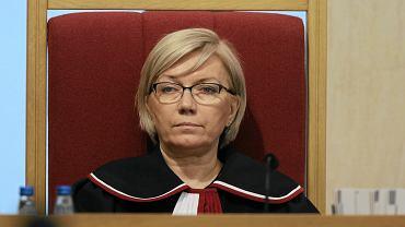 Sędzią Julia Przyłębska, prezes TK. Podemski: Poznańska sędzia godzi się prezesować atrapie dawnego Trybunału Konstytucyjnego, jeszcze do niedawna kluczowego organu kontrolującego zgodność uchwalanego prawa z Konstytucją RP