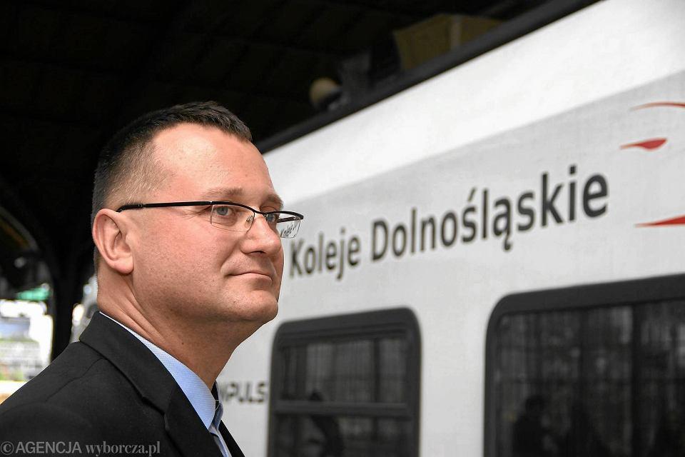 Związki zawodowe w Kolejach Dolnośląskich stanęły w obronie prezesa Piotra Rachwalskiego. Zagroziły marszałkowi strajkiem jak zostanie odwołany.