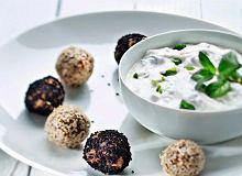 Tureckie klopsiki z jogurtem miętowym - ugotuj
