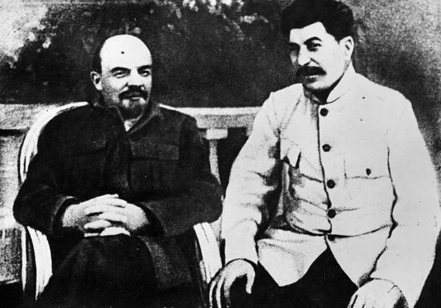 4 stycznia. Lenin przestrzegał przed wyborem Stalina na przywódcę  bolszewików. Kryzys po rewolucji