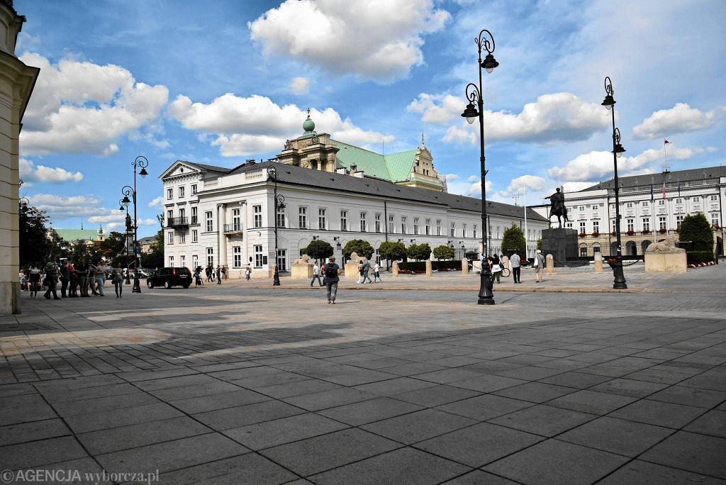 Krakowskie Przedmieście, Pałac Prezydencki. To tu odbywają się miesięcznice smoleńskie