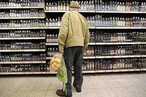 Rząd PiS aż o 10 proc. podnosi akcyzę na alkohol i papierosy. To ponad trzy razy więcej, niż mówiono w kampanii wyborczej