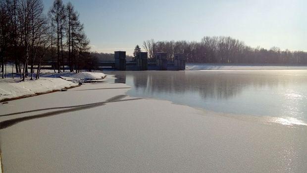 Zdjęcie numer 9 w galerii - Jezioro Goczałkowickie zamarza.