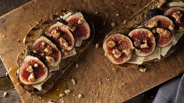 Dzisiaj figi uprawiane są w ciepłych regionach świata. W Europie liderami produkcji są Turcja, Włochy, Hiszpania, Grecja, Portugalia i Francja.