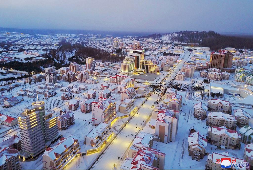 Uroczyste otwarcie miasta Samjiyon w Korei Północnej.