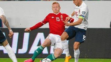 Laszlo Kleinheisler (czerwona koszulka) mógł grać w Pogoni Szczecin