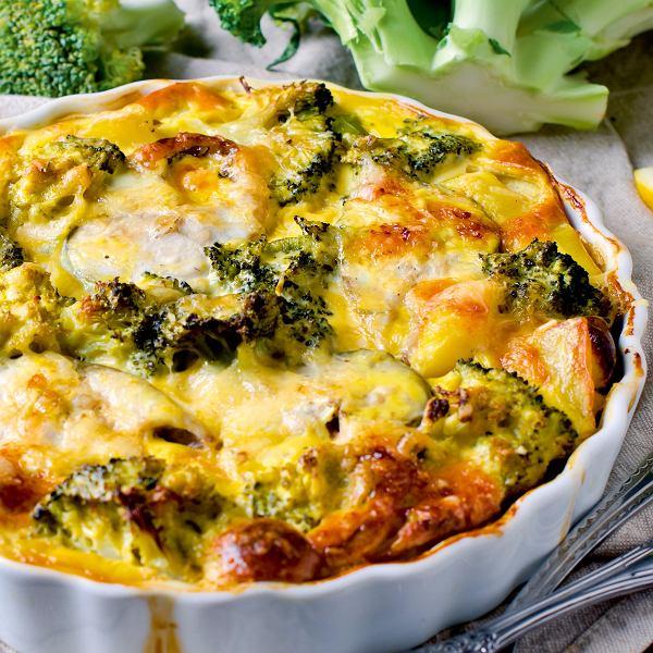 Brokuły gotowane krótko i odpowiednio doprawione w sałatce, zupie czy zapiekance naprawdę smakuje wybornie. Oto kilka prostych przepisów, które sprawią, że pokochamy brokuły
