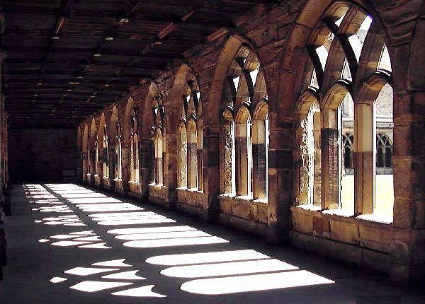 Krużganki w katedrze Durham, gdzie kręcono Harrego Pottera