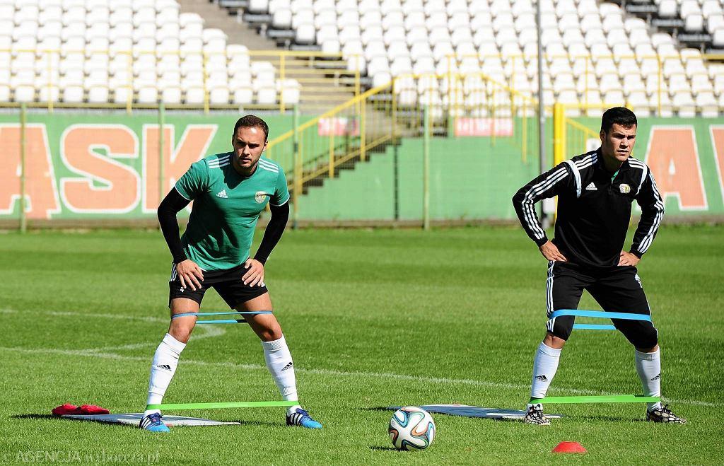 Andrei Ciolacu (po prawej) zarabiał 20 tys. zł miesięcznie, a w pierwszym zespole Śląska nie zagrał ani razu