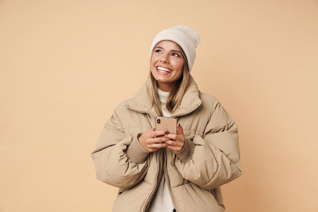 9Portrait,Of,Happy,Young,Woman,In,Winter,Coat,Laughing,And