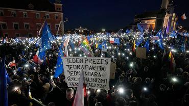 Manifestacje 'My zostajeMY'. Tak protestują Polacy