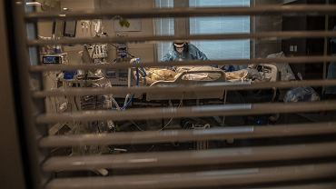 Pacjent pod respiratorem, grudzień 2020