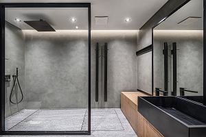 Czerń w łazience - pomysł na modną aranżację. Czarna armatura, ceramika i dodatki