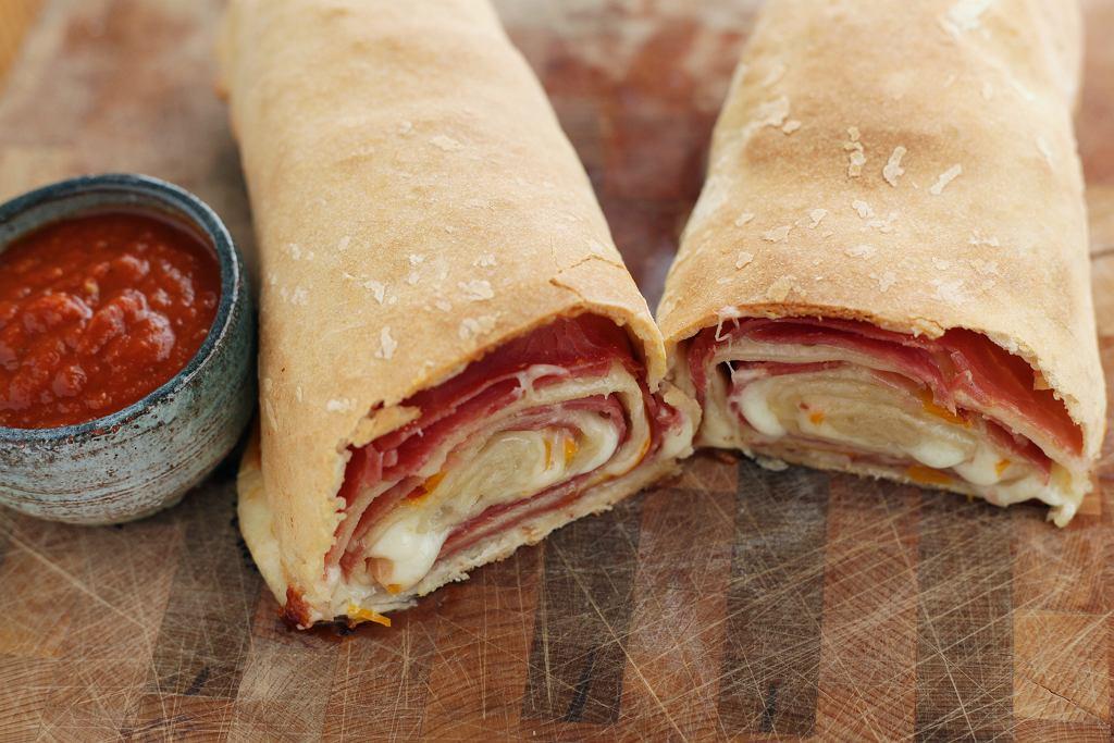 Stromboli - wariacja na temat pizzy. Jak ją zrobić? Mamy przepis