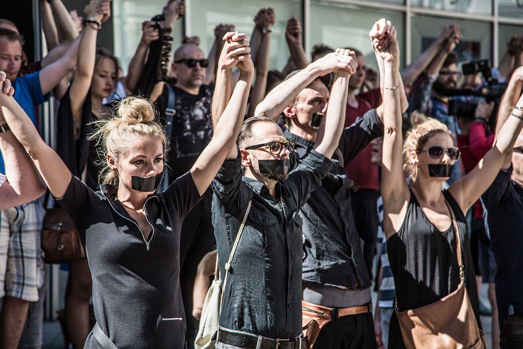Niemy protest pracowników Teatru Polskiego we Wrocławiu, 1 września 2016