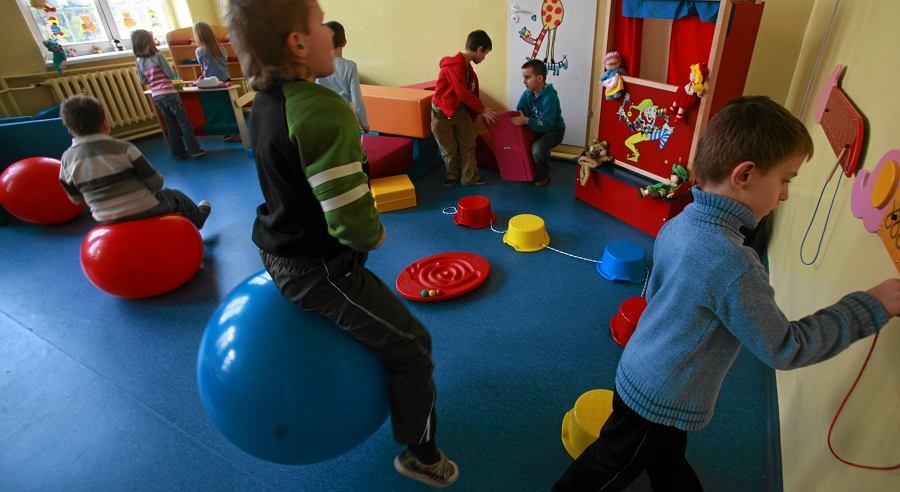 Dzieci na sali zabaw (zdjęcie ilustracyjne)