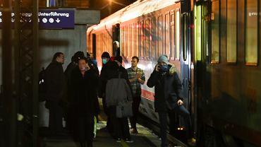 Pociąg zatrzymany na granicy Austrii i Włoch z powodu osób z podejrzeniem zakażenia koronawirusem